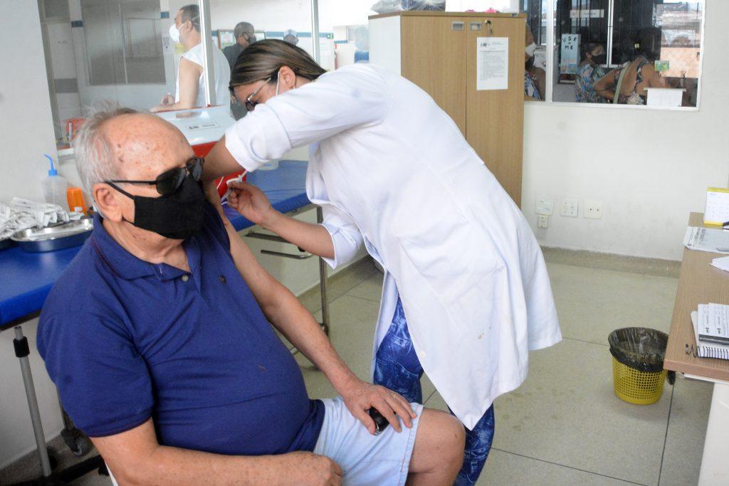 vacinacao Helio influenza foto DayseEuzebio 1024x683 - Imunização: Idosos, professores e trabalhadores da rede hospitalar são vacinados contra a gripe em João Pessoa
