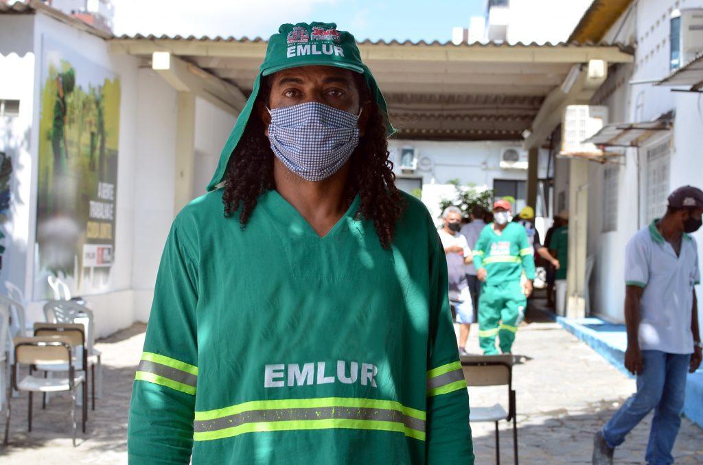 CAR 5873 1024x678 - Prefeito acompanha vacinação de pessoas 55+, operadores do transporte de passageiros e agentes de limpeza em postos itinerantes