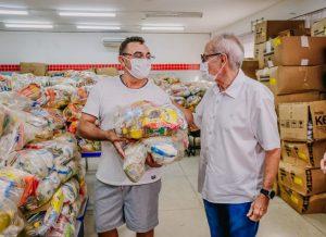 WhatsApp Image 2021 07 15 at 09.06.39 1 300x218 - JOÃO PESSOA: Prefeito Cícero Lucena inicia entrega de 75 mil kits alimentares para estudantes da Rede Municipal de Ensino