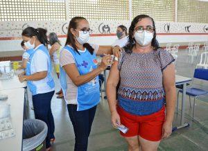 vacinacao primeiradose 45mais foto dayseeuzebio 035 300x218 - Prefeitura de João Pessoa retoma vacinação contra Covid-19 com aplicação de segunda dose